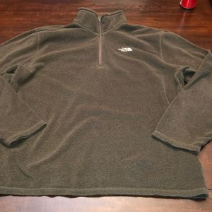 The North Face fleece 1/4 zip pullover. Brown.